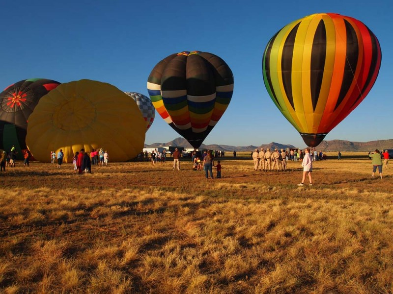 Alpine Community Gathers to Watch the Balloon Festival